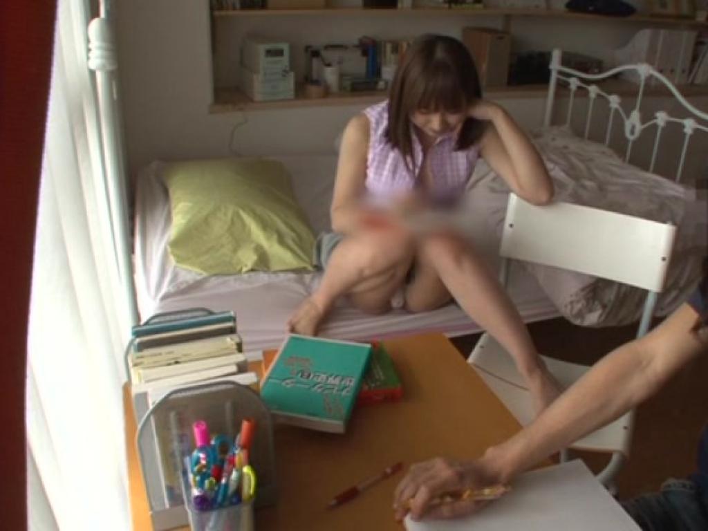 Yukiko Suo une milf japonaise filmée avec une webcam entrain de chevaucher la bite d\'un jeune étudiant